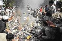 Pakistan_Book_Burning_2000s.jpg